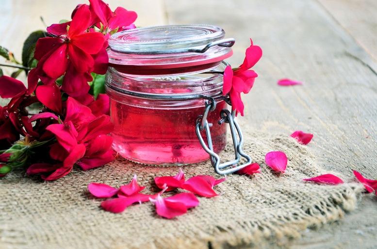 Benefits of Rose Geranium Essential Oil